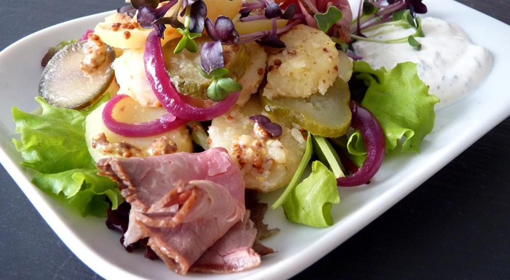Kartoffelsalat mit Senf-Dressing,Radiescress und Roastbeef