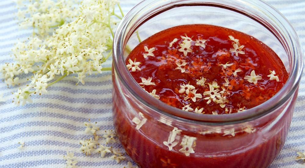 Erdbeer-Fruchtaufstrich mit Sternchen