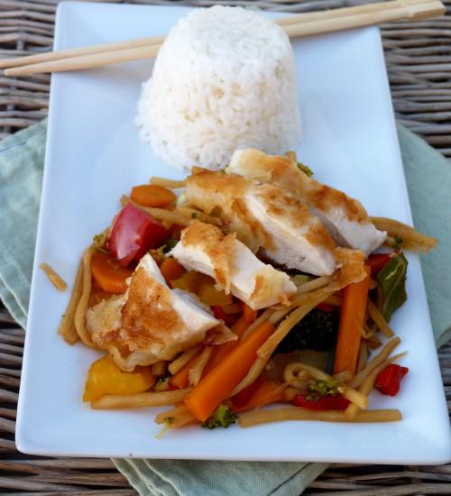 Chop-Suey – gebackene Hähnchenbrust im Knusperteig mit Gemüse