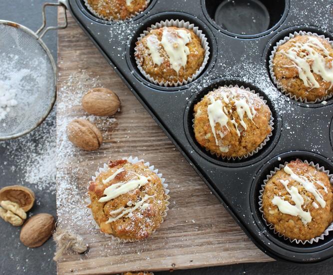 Kürbis-Muffins mit Walnüssen und weißer Schokolade
