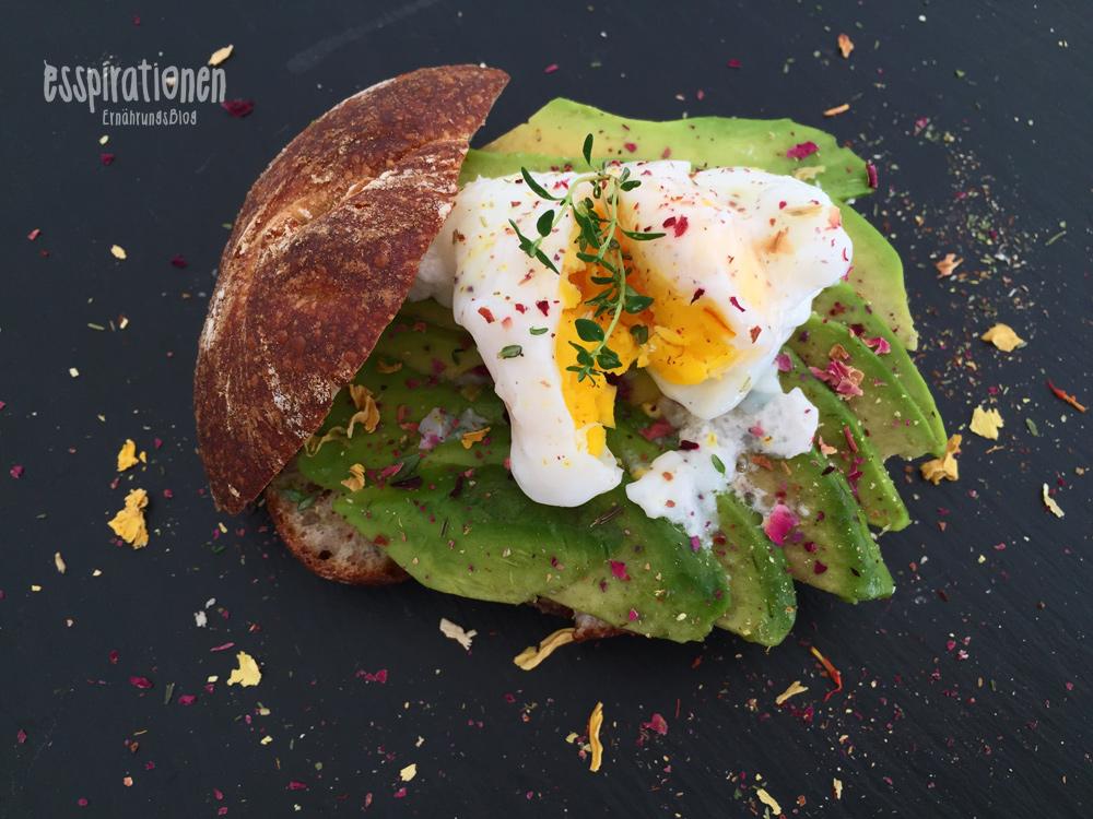 esspirationen-rezepte-Avocado-Egg-Bun001