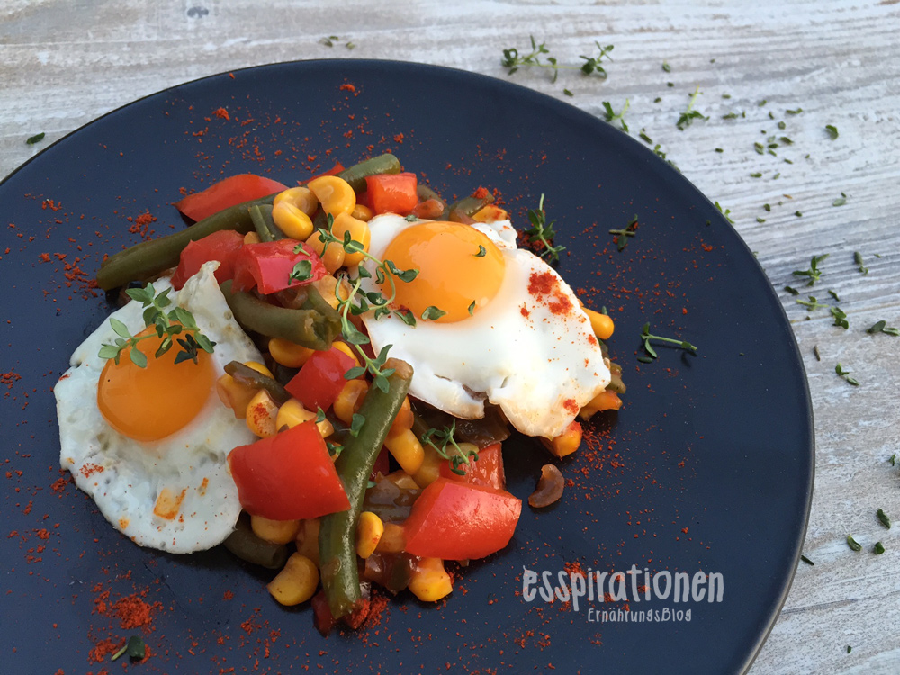 esspirationen-rezepte-GemüsePfanne-mit-kleinen-Spiegeleiern001