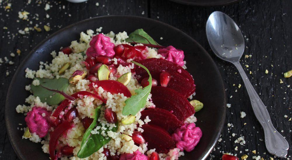 Bulgur-Salat mit Rote-Bete, Pistazien und Granatapfel